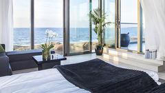 Avsluta en dag på stranden på vackra Hotel Tylösand. Kanske har du turen att få en glimt av Per Gessle?!?