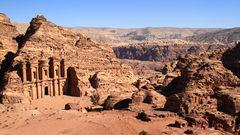 Klippstaden Petra är Jordaniens mest kända sevärdhet.