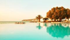 Läcker infinity-pool på Sunprime Miramare Beach.