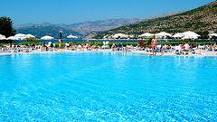 Svalkande bad på Valamar Club Dubrovnik.