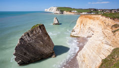 Dramatiska klippor på Freshwater Bay, Isle Of Wight.