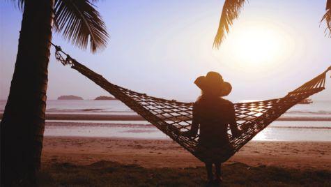 Glöm vardagen och njut av livet under palmerna på Koh Lanta.