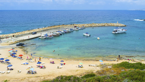 Cypern är ett resmål med skön värme i april.