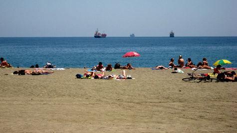 Ta en billig flygstol till solen. Om några timmar kan du ligga på en strand i Málaga.
