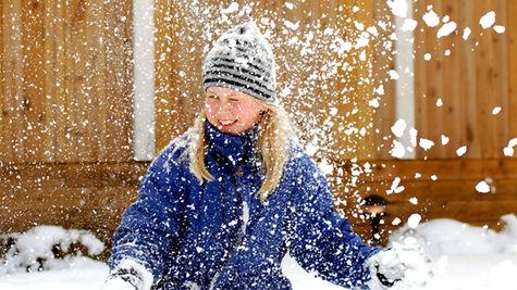 I ett snövitt Sverige finns mycket att göra för sportlovslediga barn.