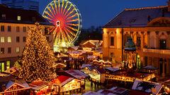 Gå på julmarknad i december.