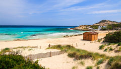 Naturskönt på Cala Agulla, barnafamiljens strand på Mallorca.