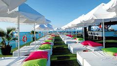 Hotellet Delphin Diva ligger precis på stranden i ett av Turkiets mest lyxiga område.