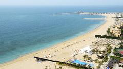 Ras al Khaima har många fina hotell vid stranden.