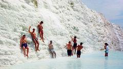 Kalkbergen i Pamukkale är en populär utflykt.