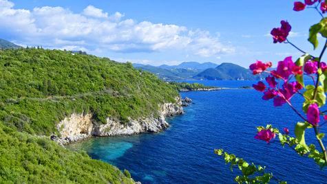 Besök den vackra grekiska hamnbyn Sivota.