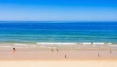 Falesia Beach vid Albufeira, Algarvekusten i Portugal.