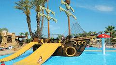 Roligt piratskepp på Olympic Lagoon Resort, Ayia Napa.