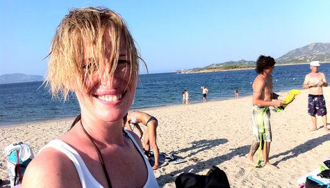 Det är både billigare och skönare med en semester i augusti. Här på Sardinien.