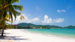 Kritvit strand i Langkawi, Malaysia.