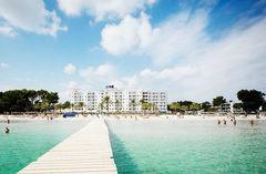 Det familjevänliga hotellet Sunwing Resort & Spa ligger vid den långa stranden i Alcudia.
