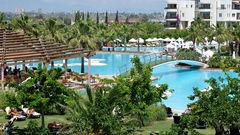 Barut Hotel Lara Resort Spa & Suites i Antalya.