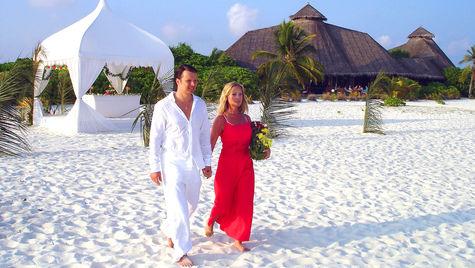 Bröllopsceremoni på romantiska Maldiverna.