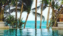 Pool på en tropisk strand på Koh Samui.