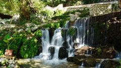 Vackert vattenfall utanför staden Borsh, norr om Saranda.