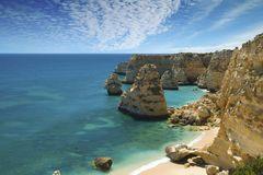 Kalkstensklipporna gör Praia da Marinha till den bästa stranden på Algarve-kusten.