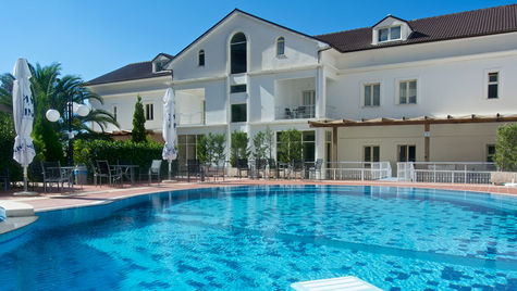 Palatsliknande Vila Duraku är Sarandas mest centrala hotell.