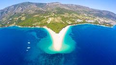 Det är omöjligt att besöka Brac utan att besöka stranden Zlatni Rat i alla fall en gång.