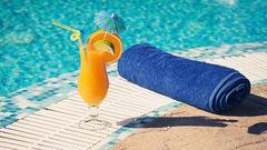 Än är det inte för sent att få tag på en prisvärd sommarresa.