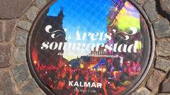 Stolta kalmariter pryder hela staden med Sommarstad-prylar.