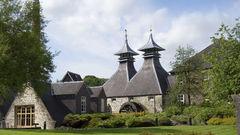 I maj kan du resa till Skottland och smaka på whisky.
