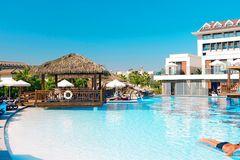 Hotell Sensimar Belek Resort & Spa har en gigantisk pool för härligt poolhäng.