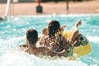 Tropiskt badlandskap och storstadspuls i Tysk
