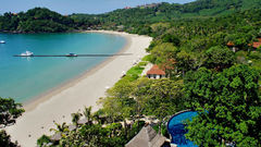 Strand och regnskog på Koh Lanta.